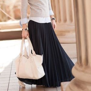 Banana Republic Pleated maxi skirt